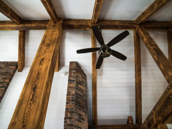 contrasting timberframe ceiling